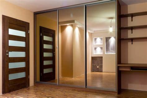 kleiderschrank mit vielen einlegeböden kleiderschrank mit spiegel 49 ideen f 252 r ihre einrichtung