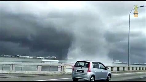 Freezer Kecil Di Malaysia fenomena beliung kecil mini tornado di pulau