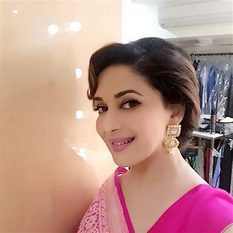madhuri dixit looks exceptionally beautiful in a banaras