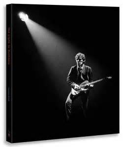 libro set in darkness a libro de bruce springsteen edici 243 n limitada para fans del boss the light in darkness
