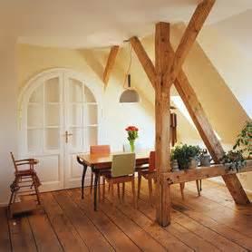 wohnzimmer urig ideen f 252 r deine wohnung im dachgeschoss mit dachschr 228