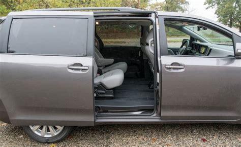 2008 toyota automatic sliding door in le toyota recalls 744 000 minivans for faulty sliding doors