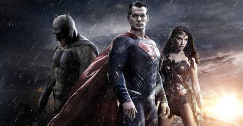 imagenes de wonder woman en batman vs superman batman superman and wonder woman magazine cover photo