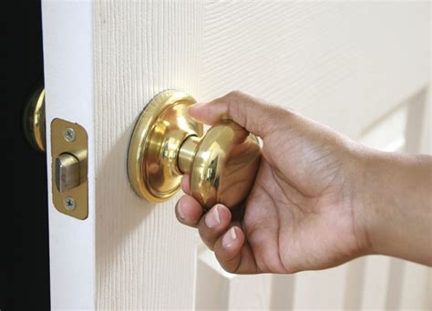 How To Install Door Knob On New Door by Replacing Doorknob Tips Furnish Burnish