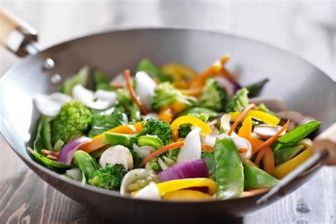 cucinare con wok cucinare con il wok frittura vapore e cottura al salto