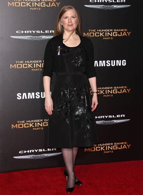 Mocking Oleh Suzanne Collins suzanne collins picture 9 premiere of lionsgate s the hunger mockingjay part 2 arrivals