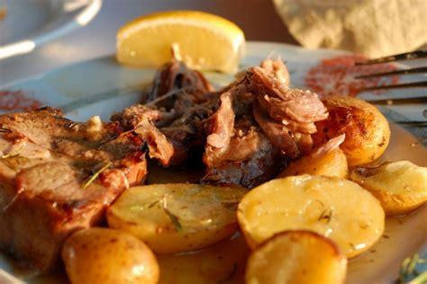 come si cucina il capretto al forno capretto per pasqua al forno con patate la ricetta
