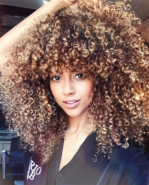 curly hairstyles buzzfeed the 25 best curly highlights ideas on pinterest curly