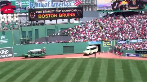 duck boats boston red sox parade june 19 2011 boston bruins boston red sox duck boat parade