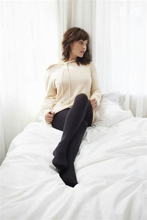 natealie hosiery celebrity legs and feet in tights natalie imbruglia s