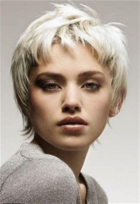 coupe de cheveux femme court cheveux epais
