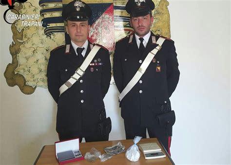 droghe in casa nascondeva droghe in casa i carabinieri di petrosino