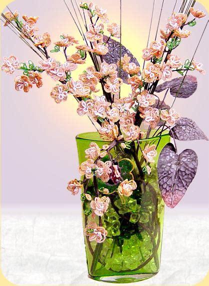 fiori di pesco bomboniere composizione fiori di pesco perline fai da te foglie
