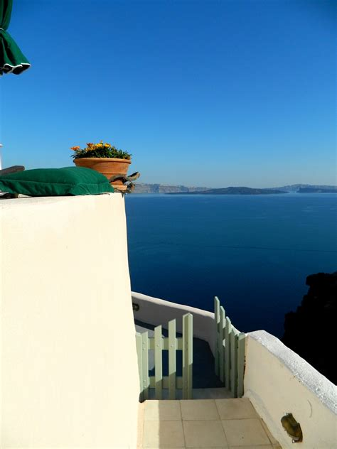 aris caves freshome hotel review aris caves in oia santorini freshome