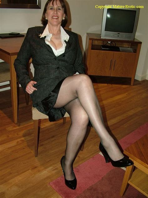 matures on pinterest pantyhose gilf posing hot mature ladies milfs and