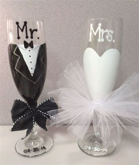 Wedding Gift Wine Glasses by And Groom Toasting Flutes Mr And Mrs Wedding