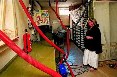 wasser an der decke was tun wasserschaden wenns der decke tropft wohnen bauen
