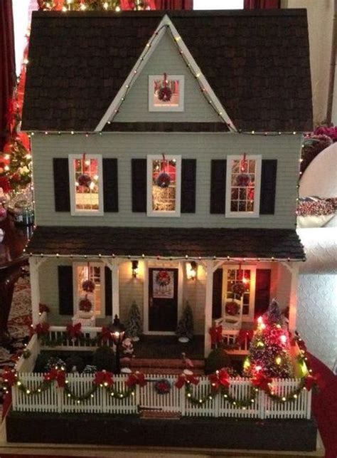 doll house themes vermont farmhouse decorated for christmas doll houses and miniatures pinterest