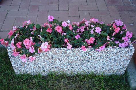 ghiaia colorata fioriera rettangolare in cemento 80x25 ghiaia colorata