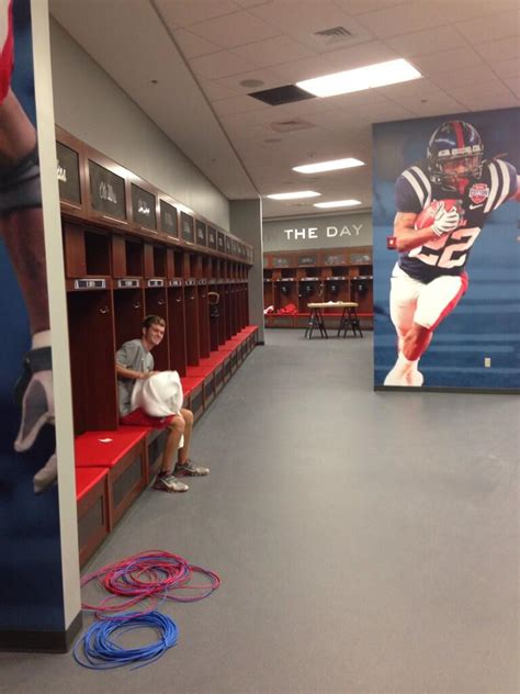 alabama football locker room arms race the top locker rooms in college football saturday south