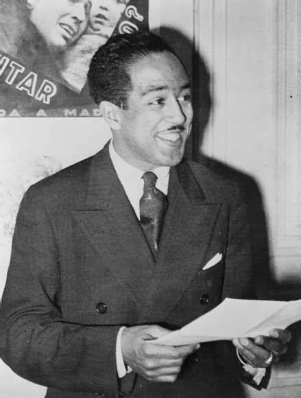 langston hughes biography outline summary and analysis of as i grew older by langston hughes