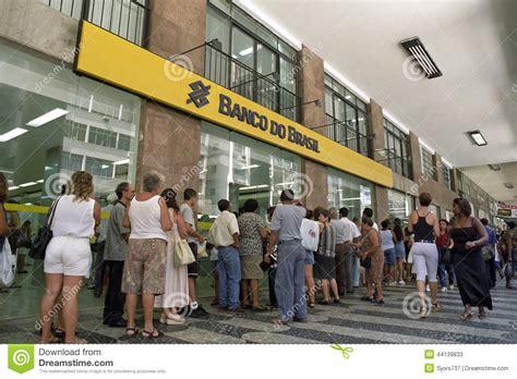 banco d queue of brazilians by banco d brasil editorial stock