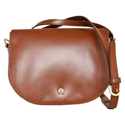 Aigner Leather 9 aigner bags leather shoulder bag in light brown