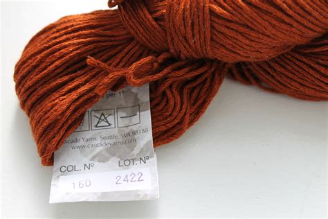 how to yarn in knitting how to knit with different yarn dye lots