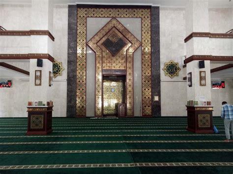 design dalam masjid ini mewahnya masjid kantor wali kota jakpus yang diduga