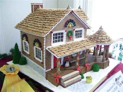 gingerbread house with big porch photographer caesandra