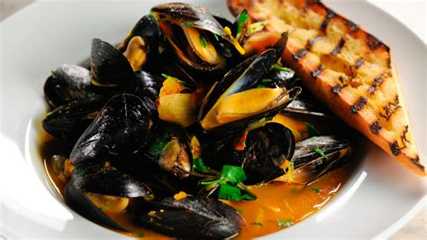 Living Home Decor Ideas by Steamed Mussels With Wine And Saffron Recipe Martha Stewart