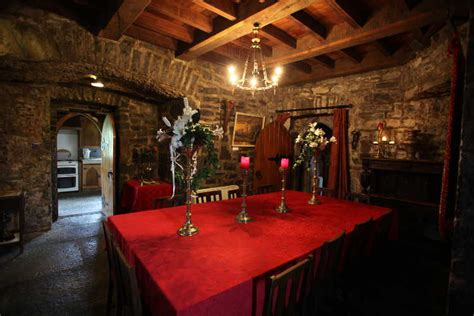 Castle Dining Room by Castle Rent An Irish Castlerent An Irish Castle