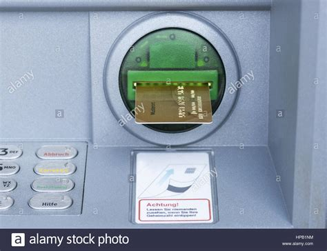 kreditkarte geldautomat pin credit card slot in machine stock photos credit card
