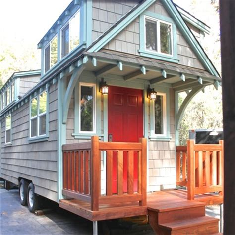 builds mobile tiny cottage with front porch