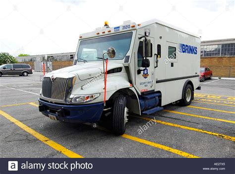 brinks armored trucks brinks armored truck picks up and delivers money to
