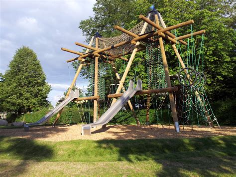 parks nearby playgrounds play areas and play parks near witney freeparks co uk