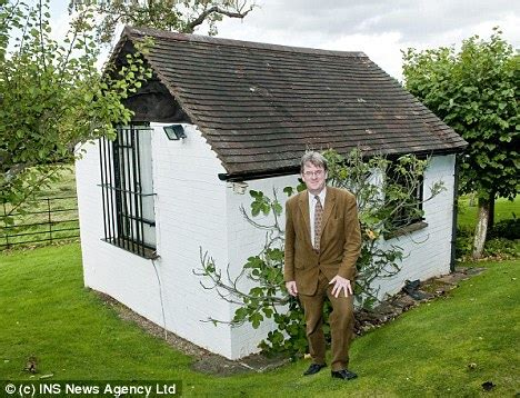 Roald Dahl Shed by Roald Dahl Day Inside The Author S Macabre Garden Shed That Needs Saving Daily Mail