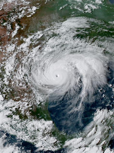 what is a hurricane l hurricane harvey