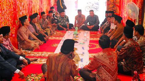 suku minangkabau kebudayaan kesenian bahasa adat lengkap