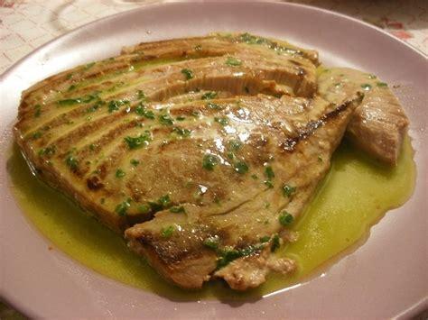 come cucinare il tonno fresco alla piastra ricettina tonno alla griglia con salsa al limone