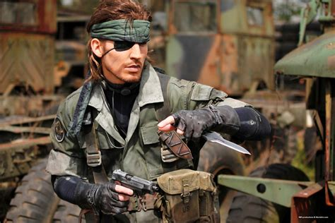 this cosplayer is the spitting image of metal gear s big