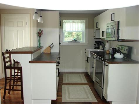 galley kitchens with breakfast bar 1000 images about cape cod kitchens on