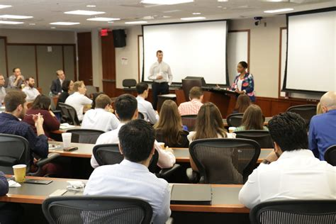 Early Mba Internship by Mba Programs Early Fall Networking And Career