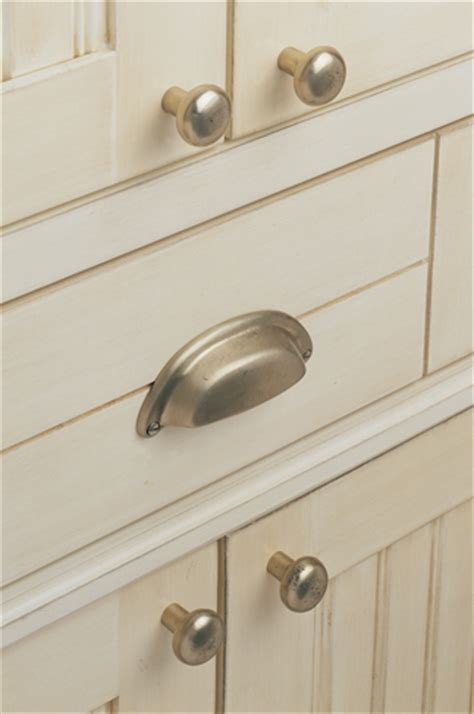 Knobs And Hardware For Cabinets Knobs And Pulls A And Easy Kitchen Makeover