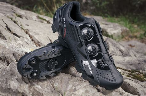 trail bike shoes bh steps out with new evo s lite lite shoes for both