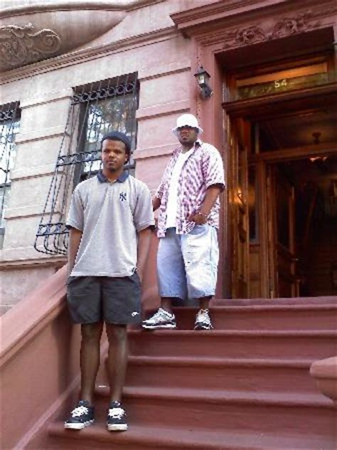 harlem bed and breakfast my nephew darren friend standing outside of bed and breakfast foto di harlem bed