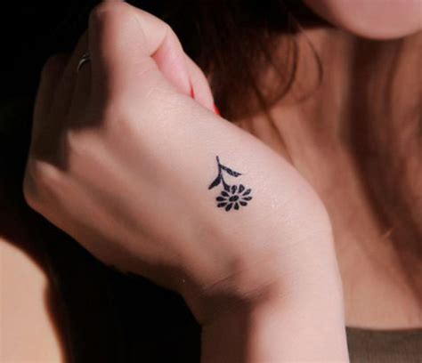 imagenes de yoga para tatuaje tatuajes peque 241 os para mujeres 2018 esbelleza com