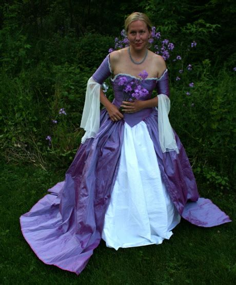 tudor clothing dress to impress gowns