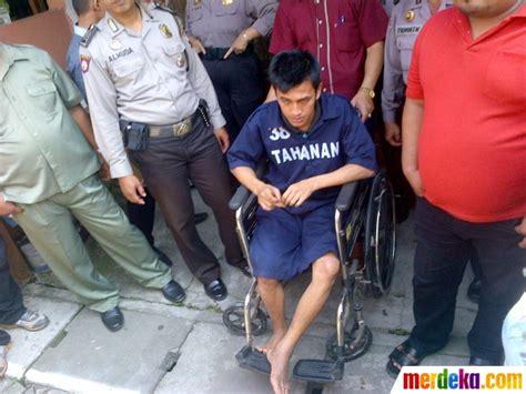 Kursi Roda Jember foto naik kursi roda pembunuh sadis spg semarang jalani rekonstruksi merdeka