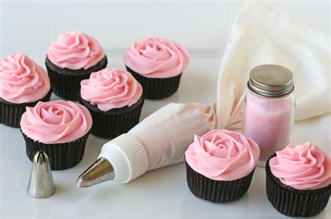 How To Decorate A Cupcake by How To Make Flower Cupcakes Cupcake Decorating Ideas